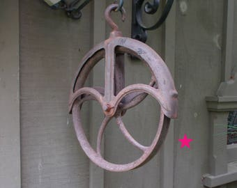 Rust Appeal! - 1800's Iron Well Pulley - VG condition - Large Wheel Pulley - Beautiful Color!