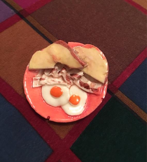 Vintage 80's Pop Art Novelty Pin Sunny Side Eggs Toast & Bacon on a Deco Peach Plate