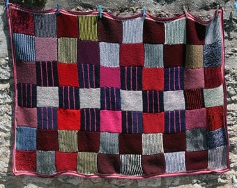 Tamara : New afghan, made with knitted squares, thick and warm , crocheted edge all around, burgundy, pink