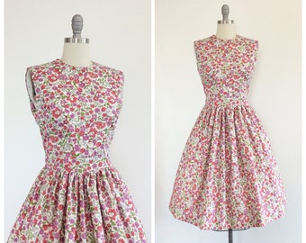 50s Floral Print Cotton Sun Dress / 1950s Vintage Summer Day Dress / Medium / Size 8
