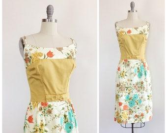50s Floral Cotton Wiggle Dress / 1950s Vintage Flower Print Hourglass Dress / Medium / Size 6