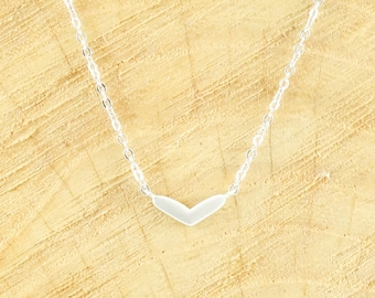Dainty heart necklace silver (rhodium plated)