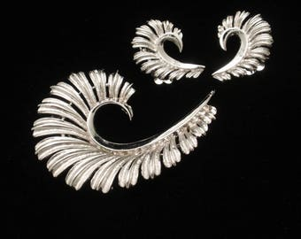 Coro Curled Leaf Pin and Earrings Set Vintage