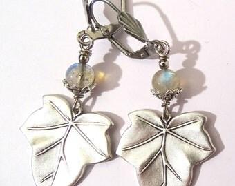 Boucles d'oreille Feuille plaqué argent et perle en pierre labradorite bleu Art nouveau Victorian Gothic fantasy
