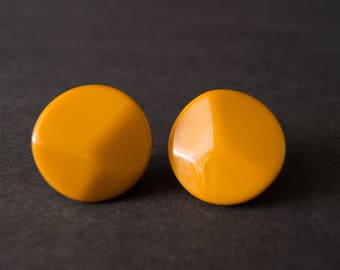 vintage yellow bakelite earrings