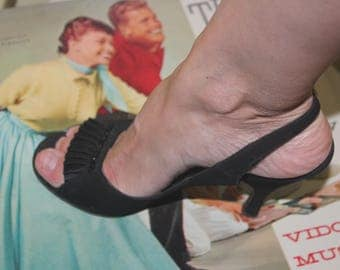 1950s Size 5 1/2 Black Ultra Fine Suede Velvet Peep Toe Strappy Heels Pumps Shoes