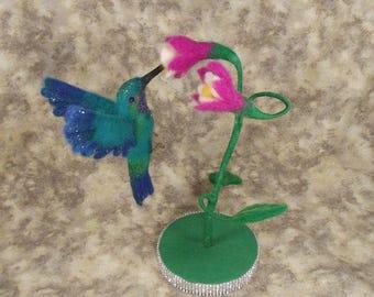 Needle felted Hummingbird, Needele felted Animal, Needle felted Bird, Needle felted Hummingbird in flight with stand