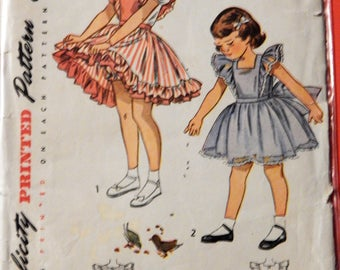 Simplicity 2822 Vintage 1940's dress, pinafore and panties pattern Size 2