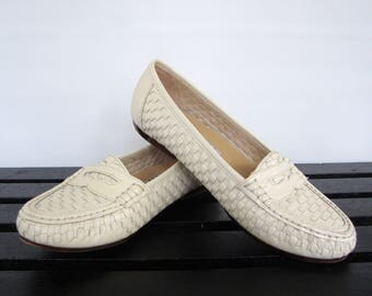 ON SALE 90s Woven Leather Loafers Womens 8.5 Beige Off White Flats Minimalist Preppy Classic Style Shoes