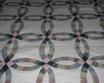 Vintage wedding ring quilt store bought (first pic shows truest color)