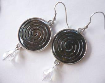 Round dangle earrings, swirl mother of Pearl of Tahiti