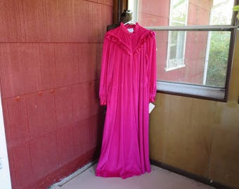 "Vintage 1970s 1980s NOS robe fuscia pink velvet velour size medium original tags unused Donna Richard Gilligan & O'Malley 40"" bust (62417)"