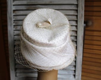 Vintage. White/veil/bow/hat. Union made hat! Cute hat! Art deco or wear!