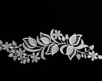 1 31 cm X 10 cm leaves white guipure lace applique