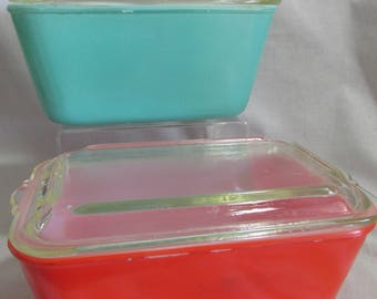 Glasbake refrigerator dishes, rectangle shaped red and green, with lids, lot of 4 pieces