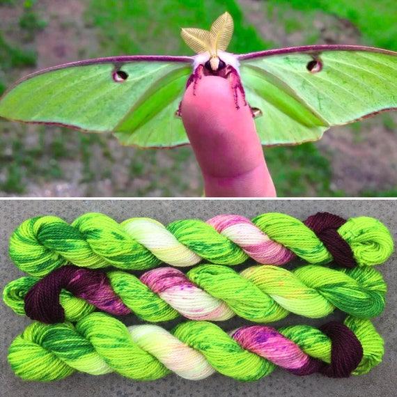 Sparkly Luna Moth 20g, green purple merino nylon UV reactive speckled sparkle sock yarn miniskein