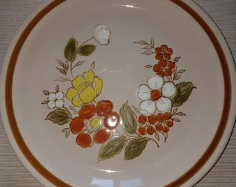 Mountain Wood Collection plates, Trellis Blossom design