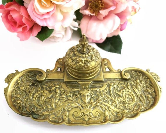 Antique brass inkwell in Art Nouveau style, highly elaborate with ink container and quill resting section, beautiful cast brass, late 1800s