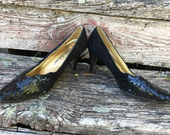 Vintage Sequined Leather Pumps.Suede Composition.Party.Classic 1960's Shoes. Mad Men. MI USA. Size 6 1/2. Premiere Collection. Black.Leather