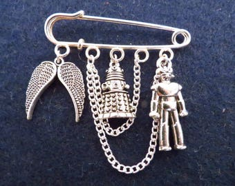 Doctor Who Enemies kilt pin brooch (50 mm).