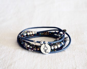 Braccialetto wrap, Boho, braccialetto avvolto di perline corda blu, perle di metallo e charm