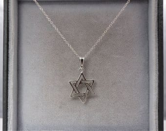 Sterling Silver Star of David Pendant & Chain Necklace.