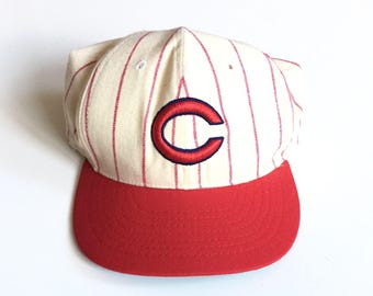 Vintage Cincinnati Reds Pinstripe fitted roman fitted size 7 1980s cooperstown collection officially licenced made in usa white red cotton