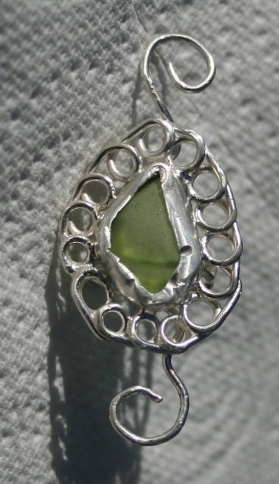 SEAGLASS EAR CUFF - Pale green seaglass, in Sterling silver