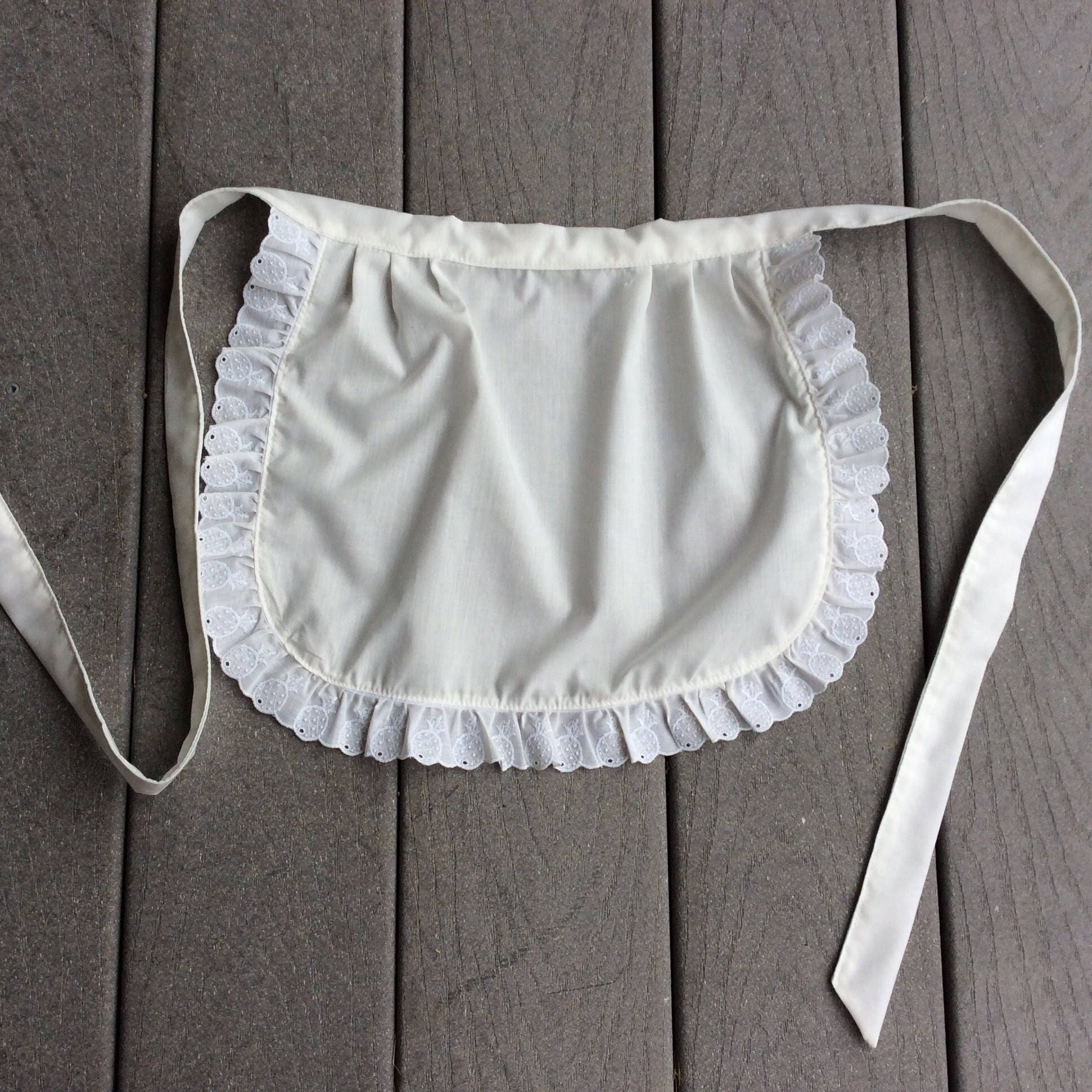White frilly apron nz -  Zoom