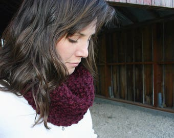 Chunky Knit Cowl: Maroon