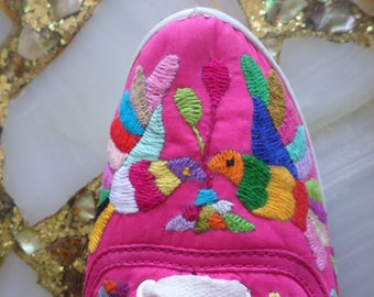Otomi Tennis Shoes - Womens Tennis shoes - Sneakers - Pink and multicolor - Birds kissing - Only one pair in stock
