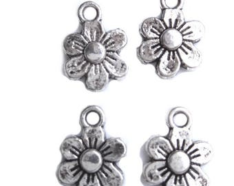 Set of 5 charms 10mm flowers