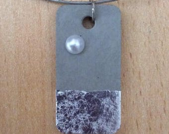 Pendant in concrete, rectangular, with silver leaf and Pearl