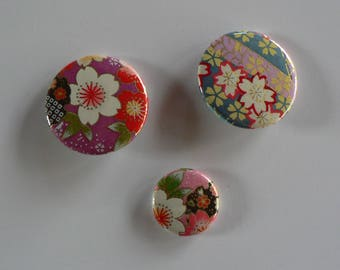Badges 38 and 25mm set of 3 Badges Japanese paper.