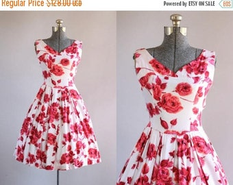 BIRTHDAY SALE... Vintage 1950s Dress / 50s Cotton Dress / Red Rose Print Dress w/ Pleated Skirt S