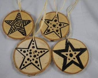 Noel12 - 4 Christmas baubles in wood and black stars