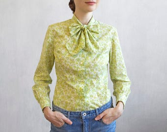 Lime green floral shirt with bow tie / 60s 70s shirt with bow / light green secretary blouse / micro floral pattern light green shirt top