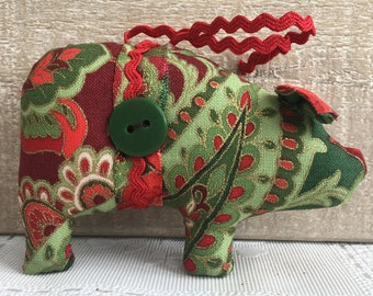 Christmas ornaments handmade - fabric pig ornaments - red and green ornaments - pig decor - tree ornaments - farmhouse Christmas - pig gifts