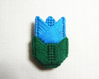 Vintage 80s Blue Tulip Flower Crocheted Pin