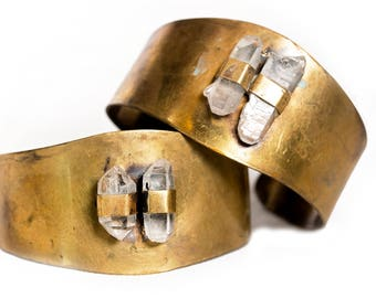 Brass Cuffs Bracelet With DT Quartz