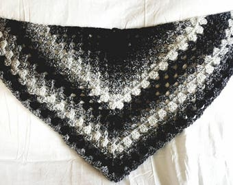 Black & white shawlette and hat
