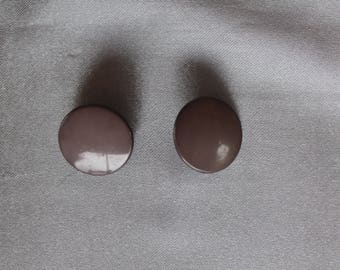 lot of two buttons, round, taupe, sewing, 20mm in diameter