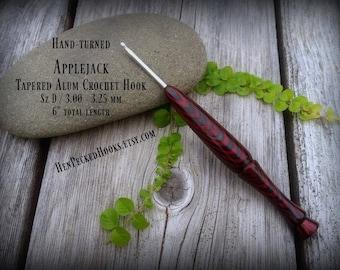 Hand-turned Applejack - Dymondwood Ergonomic Handle Tapered Alum Crochet Hook Sz D / 3.00 - 3.25 mm