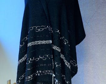 BLACK & WHITE scarf, cashmere and silk 50 50. Woven on hand loom.