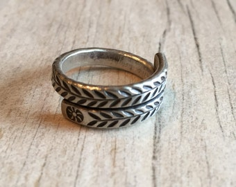 Small detailed ring, small silver ring, leaf silver ring, small leaf ring, small sterling silver ring