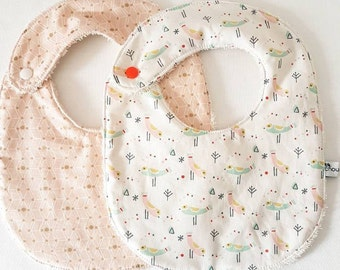 Pair of 2 bibs smelling the heyday! Opt for this set of two bibs printed 100% cotton oekotex and organic cotton (GOTS)