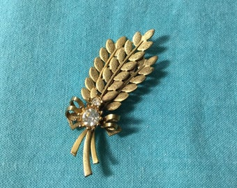 Sarah Coventry Gold Tone Rhinestone Leaf Brooch Pin
