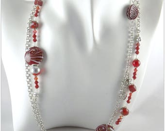 Long red necklace with lampwork beads, crystal, jade, Czech glass, on a chain with round links and small charms - An 123 Pierres jewel