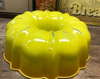 Vintage Bundt Pan Goldenrod Yellow USA