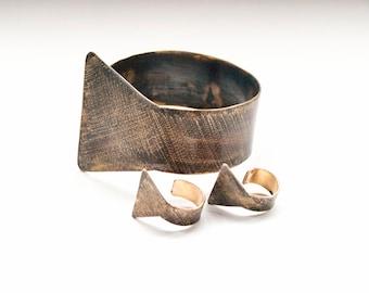 Set bracelets earrings Geometric stud earrings Wide metal cuff Sets contemporary jewelry Earrings metal set Brass jewelry Art cuff gift